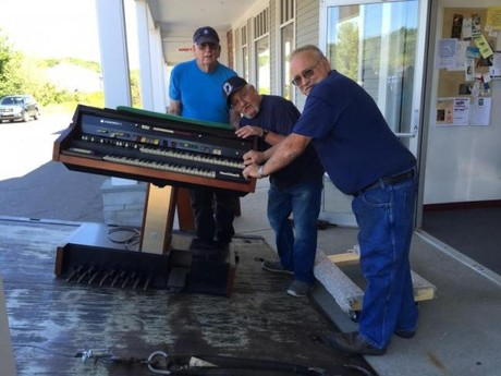 Donated Organ being Moved in by 3 Volunteers