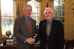 Doug Engelbart with President Clinton in the Oval Room on the occasion of receiving the National Medal of Technology on Dec. 1, 2000; Photo: The White House